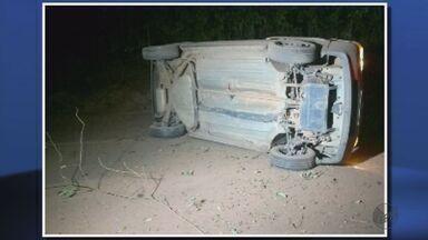 Motorista fica ferido ao capotar carro em Guaxupé (MG) - Motorista fica ferido ao capotar carro em Guaxupé (MG)