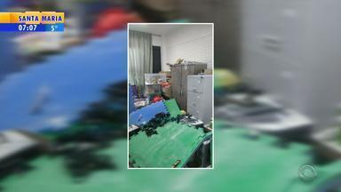 Escola é alvo de vandalismo e furtos na Zona Leste de Porto Alegre - Computadores e notebooks foram furtados na Escola Erico Verissimo.