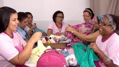 Dia da caridade: mulheres se reúnem para criar grupo de ajuda a vítimas de câncer - Entre as iniciativas, elas desenvolvem próteses para vítimas de câncer de mama. Conheça a iniciativa que vem de Itabuna, no sul do estado