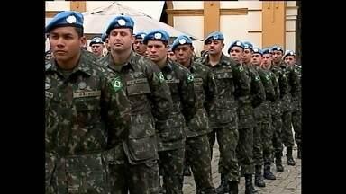 Militares que participaram de missão de paz no Haiti são homenageados em Pelotas - A solenidade teve honras militares e foi realizada no Mercado Central.