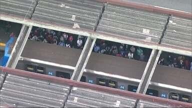 Duas linhas do metrô são paralisadas devido a queda de energia - A paralisação durou 17 minutos. As 36 estações das linhas 1 e 2 ficaram lotadas e a venda de bilhetes chegou a ser suspensa.