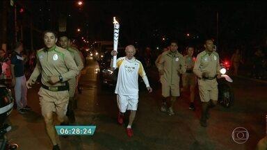 Multidão acompanha desfile da tocha olímpica em Osasco - O percurso da tocha pela cidade terminou no bairro Jardim Rochedale. A passagem da chama foi rápida, mas suficiente para deixar saudades entre os moradores.
