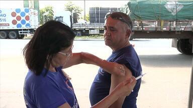Caminhoneiros receberam atendimento em saúde em Codó, MA - Caminhoneiros receberam atendimento em saúde em Codó (MA). Na ação, os caminhoneiros realizaram teste rápido de HIV e também atualizaram a carteira de vacinas.