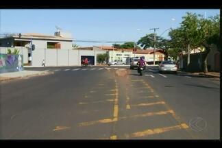 Obras de revitalização interditam avenida em Uberaba - Avenida Cândida Mendonça Bilharinho será parcialmente interditada na próxima segunda-feira (25). Trecho receberá nova pavimentação e sinalização.