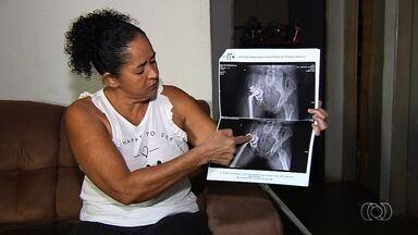 Dona de casa alega que mal consegue ficar em pé e luta para conseguir auxílio-doença - Maria José Rodrigues da Silva conta que não consegue trabalhar desde que sofreu acidente de carro.