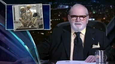 "Jô abre programa de sexta-feira comentando as notícias da ""boato press"" - Marcelo Adnet é o convidado especial da noite"