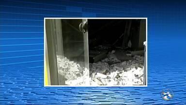 Criminosos explodem caixas eletrônicos em banco de Passira - Cerca de 15 criminosos participaram da ação.