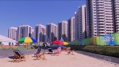 Vila Olímpica é inaugurada e já apresenta problemas - A delegação da Austrália denunciou sérios problemas de estrutura e sujeira. Eles deixaram o local rumo a hotéis na cidade.