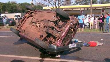Motorista morre e bebê fica ferido em capotamento na BR 277 - Uma adolescente que estava no carro também ficou ferida