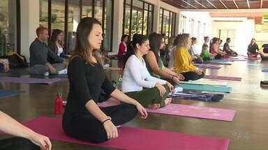 Aula de yoga pode ser feita de graça do Parque do Japão - As aulas acontecem uma vez por mês e para participar é só levar o tapete