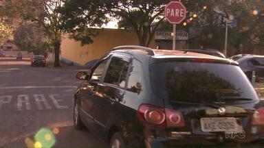 Bons motoristas têm direito a descontos na hora de fazer seguro do carro - Respeitar as leis de trânsito e não se envolver em acidentes é bom pra mobilidade urbana, respeito à vida do cidadão, e também para o bolso do motorista.Veja também o resultado da pesquisa do ParanáTV sobre o comportamento dos motoristas em Londrina.