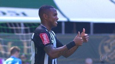 Atlético-MG vence Palmeiras e aproxima mais do G-4 - Galo venceu o líder Palmeiras e está em 6º lugar no campeonato