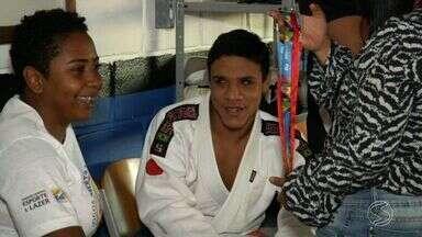 Atleta de 15 anos é escolhido para conduzir Tocha Olímpica em Resende, RJ - Judô ajudou adolescentes a ter uma história de superação.