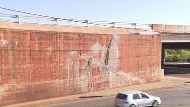 Falhas nos projetos causaram rachaduras em muros de contenção de dois viadutos da PR-445 - Avaliação foi feita por perito, e faz parte dos resultados do estudo encomendado pelo DER a pedido do Ministério Público.
