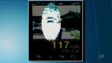 Fiscalização da PRF flagra carros a quase 120 km/h em Fortaleza - Trechos urbanos têm limite de velocidade de 60 km/h.