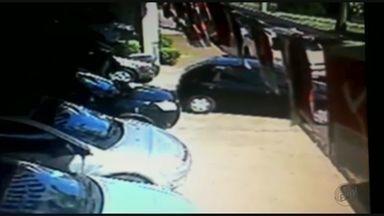 Casal se passa por cliente para furtar carro de revendedora em São Joaquim da Barra, SP - Suspeitos convenceram vendedora que precisavam levar veículo para avaliação mecânica e desapareceram.
