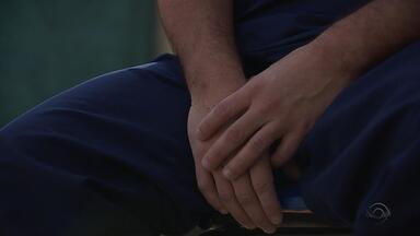 Dependentes buscam tratamento até em clínicas clandestinas por falta de leitos no SUS - São 4.500 leitos de tratamento do SUS disponíveis para todo o estado.