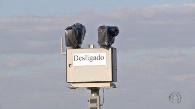 Por falta de pagamento, empresa desativa radares em Campo Grande - Em Campo Grande, radares são desligados pela empresa que presta o serviço por falta de pagamento da prefeitura. A empresa informou que está sem receber desde agosto de 2015. A prefeitura de Campo Grande informou que a dívida está sendo negociada.