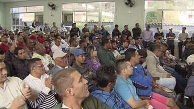 Desempregados de Cubatão vão até sindicato para pedir ajuda para conseguir trabalho - Reunião com empresas do Pólo Industrial estava marcada no local.