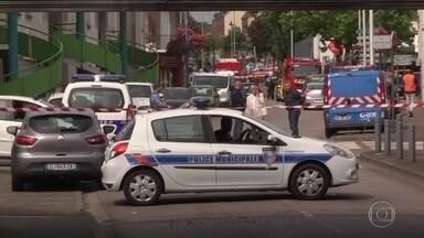 Homens armados com facas fazem reféns em igreja na França - Um refém morreu e outro está em estado crítico. A identidade dos criminosos e o motivo do crime não foram divulgados.