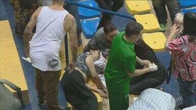 Idosa cai e se fere em ginásio de Campinas antes de amistoso do Brasil contra o Japão - A idosa de 79 anos bateu a cabeça e foi levada para o Hospital Mário Gatti.