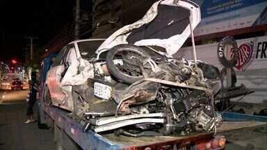 Suspeitos batem carro roubado e matam motociclista na Serra, ES - Acidente aconteceu na rodovia Audifax Barcelos, em perseguição policial.Às 18h, via seguia parcialmente interditada, segundo a Guara de Trânsito.