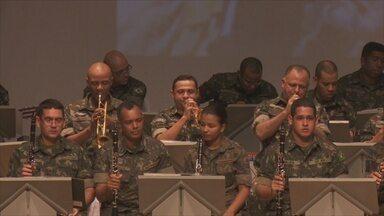 Concerto celebra aniversário da 17ª Brigada Forte Príncipe da Beira - Evento aconteceu no teatro Palácio das Artes na noite de quarta-feira (27).