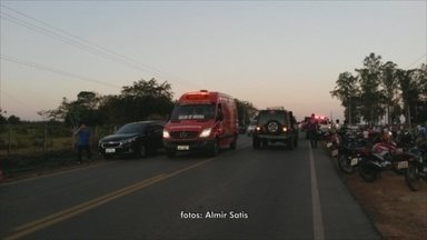Criança de 7 anos sobrevive à colisão entre moto e carro que matou três - Acidente ocorreu na última quarta-feira (27) na RO-010 em Rolim de Moura.Causas da colisão ainda não foram descobertas.