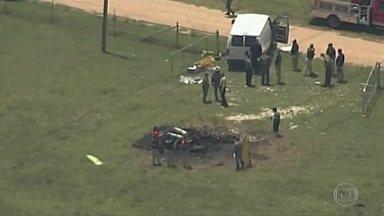 Balão cai e mata 16 pessoas no Texas, nos Estados Unidos - No estado americano do Texas, um balão com dezesseis pessoas caiu depois de pegar fogo. Foi o pior desastre já registrado com um balão de ar quente nos Estados Unidos.