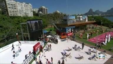 Casa da Suíça e Copacabana atraem turistas e cariocas - Praia de Copacabana já está tomada por turistas.Já a Casa da Suiça abriu hoje e espera receber muitos estrangeiros e também brasileiros.Têm atrações para todos os gostos.