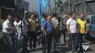 Centenas de desempregados participam de protesto em Cubatão - A passeata foi até a refinaria Presidente Bernardes.