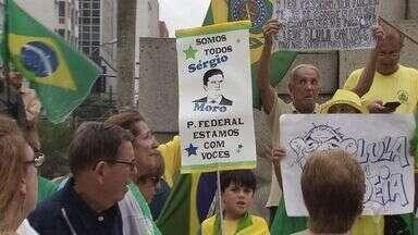 Domingo foi de manifestação contra a corrupção em Santos - As manifestações aconteceram em várias outras cidades do país.