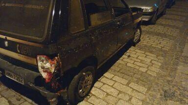 Carros são queimados em pátio da delegacia de Passa Quatro (MG) - Carros são queimados em pátio da delegacia de Passa Quatro (MG)