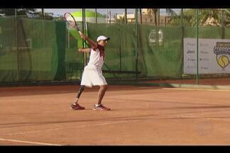Atletas de vários países disputam 1º campeonato de tênis adaptado do Brasil em Uberlândia - No sábado aconteceu o primeiro campeonato de tênis adaptado do Brasil, em Uberlândia. Dezesseis atletas de vários países disputaram a modalidade que ainda é novidade no mundo