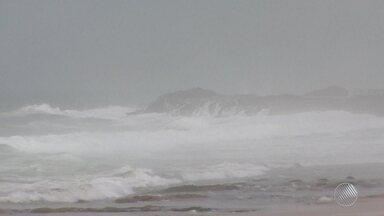 Previsão do Tempo: Salvador deve ter tempo instável até quarta-feira (3) - A Marinha emitiu alerta de mar agitado, com ondas que podem chegar até quatro metros de altura.