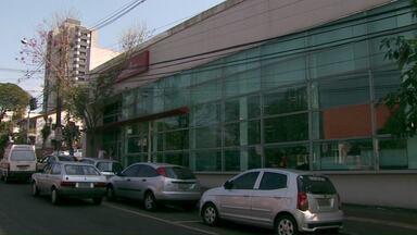Atendimento no Banco Santander ficará suspenso por mais um dia - Agência foi arrombada no último fim de semana