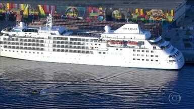 Astros do basquete americano ficam hospedados em transatlântico - Embarcação está atracada no Píer Mauá, na Zona Portuária do Rio.
