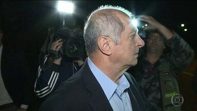 Ministério Público Federal denuncia Paulo Bernardo e outras 19 pessoas - O Ministério Público Federal em São Paulo denunciou o ex-ministro Paulo Bernardo e mais 19 pessoas pelo desvio de mais de R$ 100 milhões de empréstimos consignados de funcionários públicos federais.
