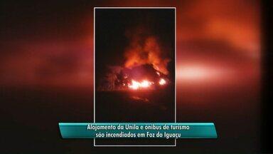 Um prédio e três veículos ficam destruídos após incêndios em Foz do Iguaçu - A polícia investiga as causas dos incêndios.