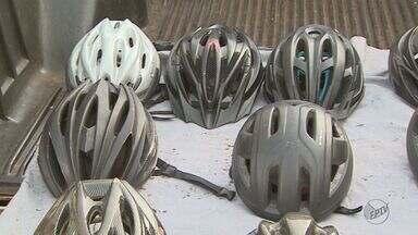 Empresários se unem para doar capacetes a ciclistas em Ribeirão Preto - Campanha visa oferecer mais segurança a trabalhadores que usam a bicicleta para chegar ao trabalho.