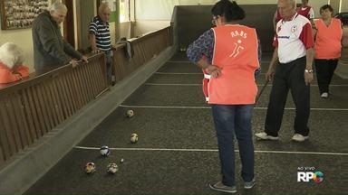 Torneio de bocha movimenta moradores da zona Norte de Londrina - O campeonato já está na quinta edição e, além de unir as pessoas, ajuda na saúde dos jogadores, principalmente da terceira idade.