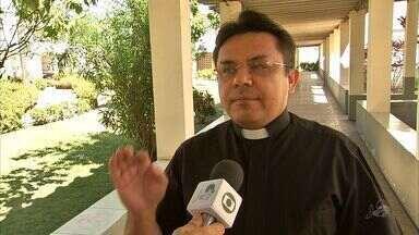 Golpistas se passam por fiéis católicos para pedir dinheiro em nome de igreja - Golpistas se passam por fiéis católicos para pedir dinheiro em nome de igreja