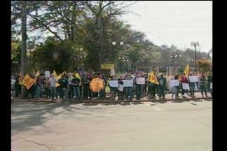 Manhã de manifestações de servidores públicos em Santa Rosa, RS - O ato unificado foi no centro com polentaço e doação de sangue.