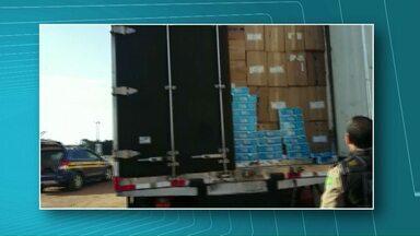 Polícia apreende maconha e cigarros contrabandeados na região - Na BR-467 foram apreendidas 700 caixas de cigarros. Uma pessoa foi presa.