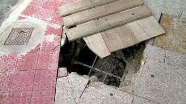 Buracos em calçadas de Vitória preocupa moradores, no ES - A Prefeitura de Vitória informou que vai consertar o calçadão de Camburi nos próximos dias.