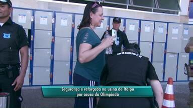 Segurança é reforçada na usina de Itaipu por causa da Olimpíada - Visitantes não podem entrar com mochilas e precisam passar por detector de metal.