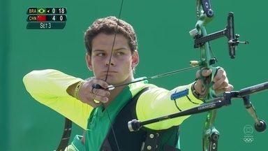 Marcos Almeida, o Marquinhos, faz belo tiro com arco na Apoteose - Brasileiros disputam a quartas-de-finais no Tiro com Arco com Chineses.