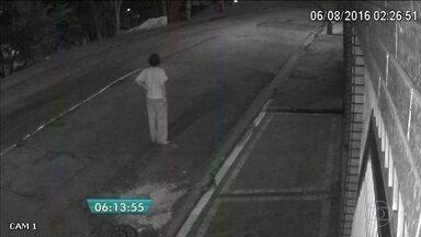 Polícia investiga assassinato de dentista na Zona Norte da capital - O homem foi espancado até a morte. Tudo começou com um grupo pichando o muro da casa dele durante a madrugada.