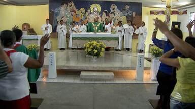 Fiéis assistem a missa celebrada por padre nascido e criado na comunidade - Os fiéis tiveram um dia especial na Igreja de Nossa Senhora do Perpétuo Socorro, em Mata Escura.