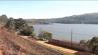 Justiça suspende decisão de demolir casas às margens da represa Alagados - O Ministério Público alega que as casas foram construídas em área de preservação ambiental.